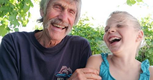 Échange entre Papy et sa petite fille